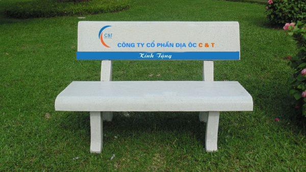 ghế đá in logo quảng bá thương hiệu