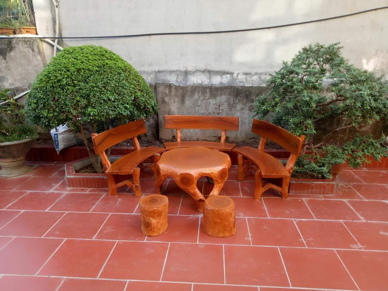 bàn ghế giả gỗ t8