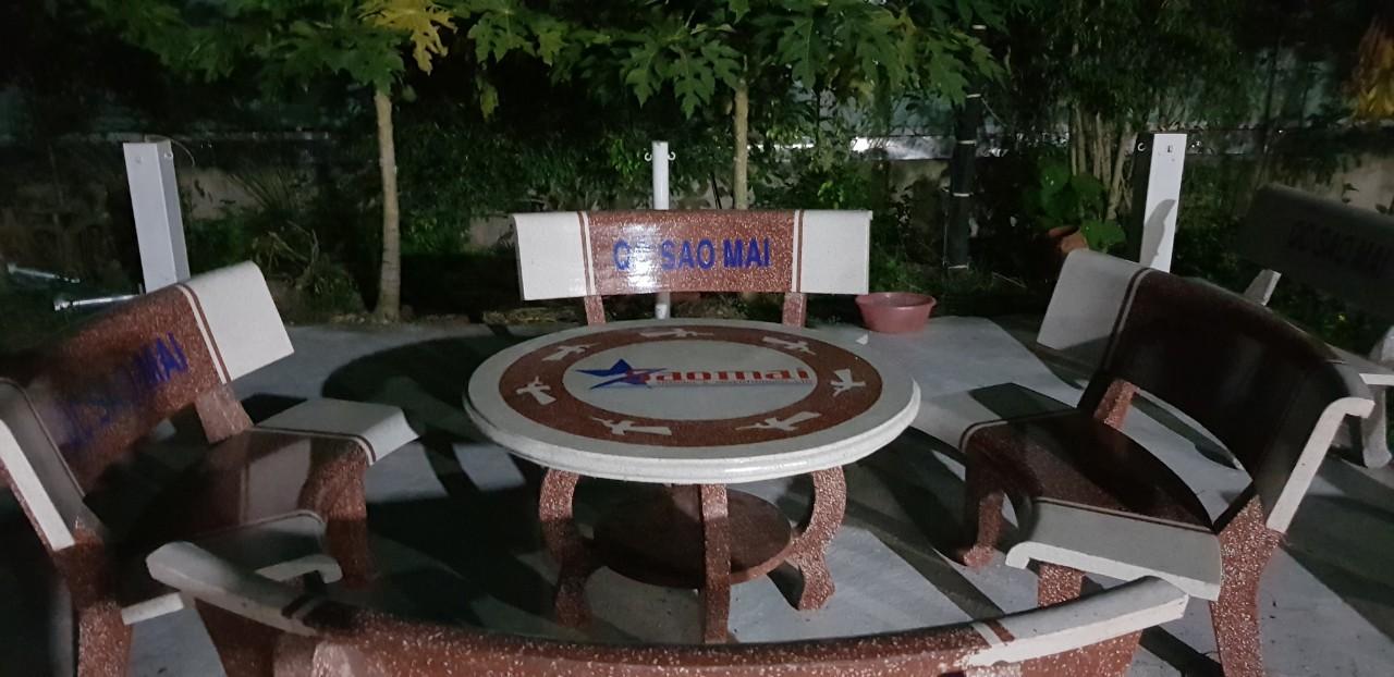 bàn ghế đá tròn