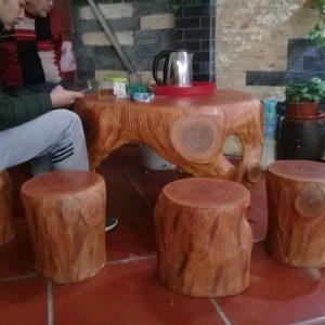 bàn ghế xi măng giả gỗ lũa