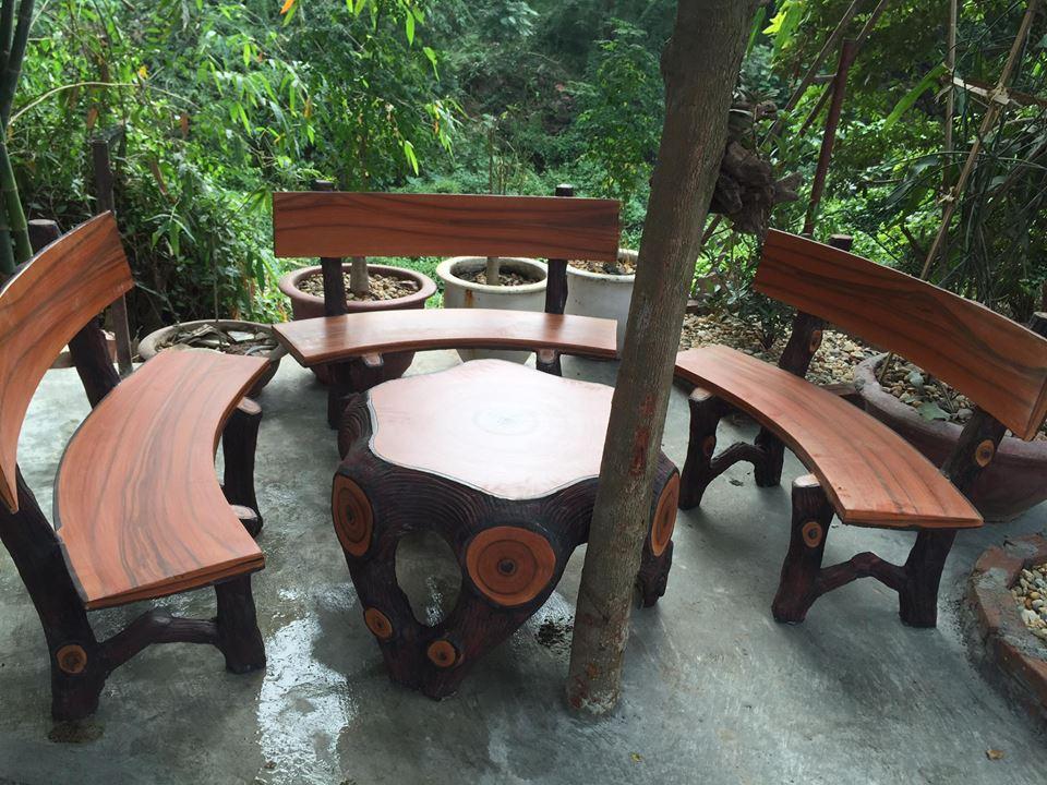 vị trí đặt bàn ghế xi măng giả gỗ