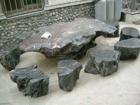 bàn ghế đá mồ côi