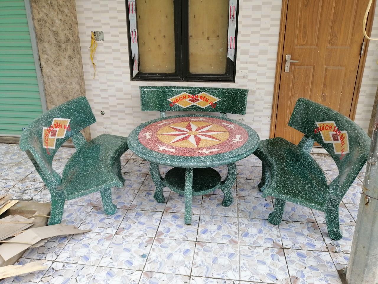 bàn ghế đá granito ngoài trời