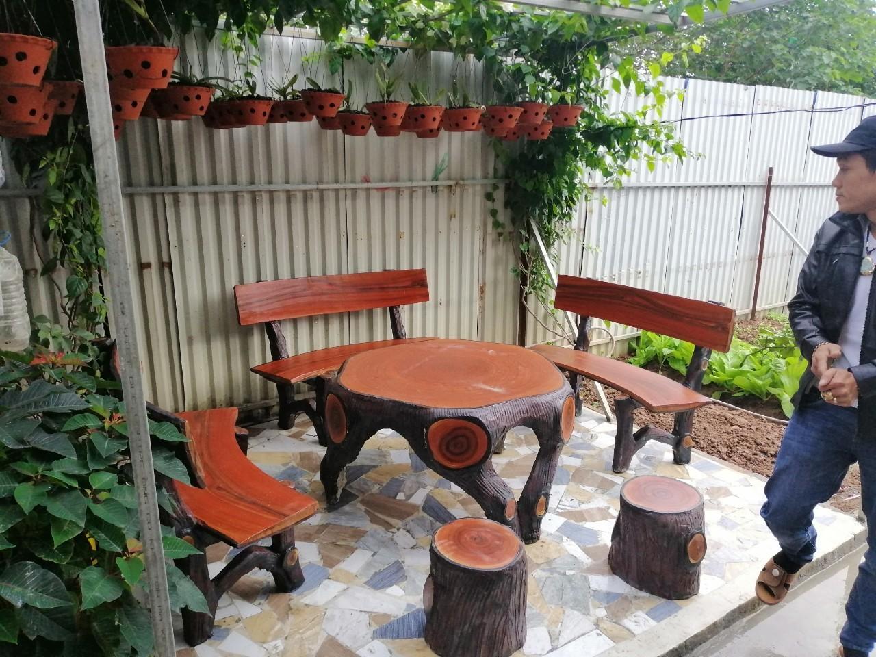 bàn ghế bê tông giả gỗ