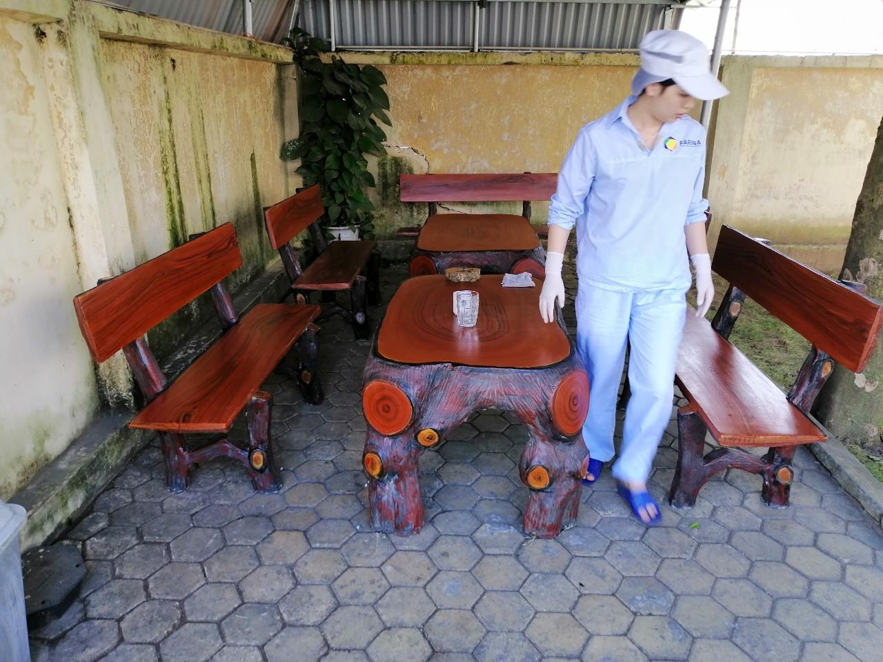 bàn ghế bê tông giả gỗ đẹp
