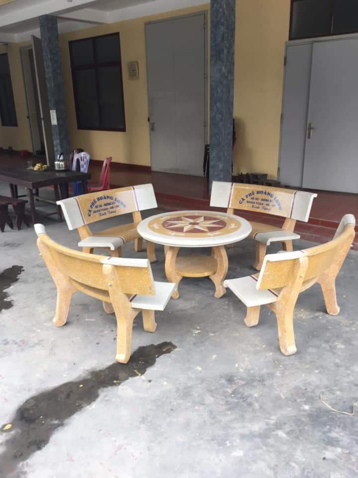 ghế đá trắng vàng