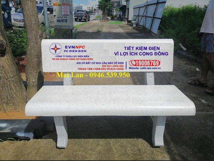 ghế đá trắng tinh