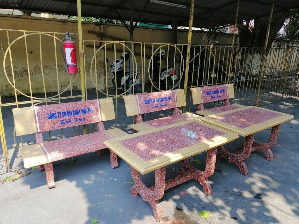 bàn ghế đá vàng đỏ